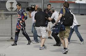 Webber having (another) totally rubbish day at the office