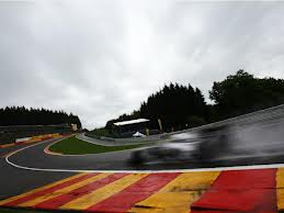 This race blog would not be complete without obligatory picture of Eau Rouge!